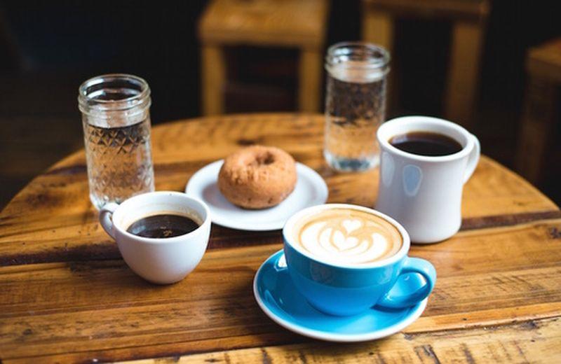 placer social de tomar cafe